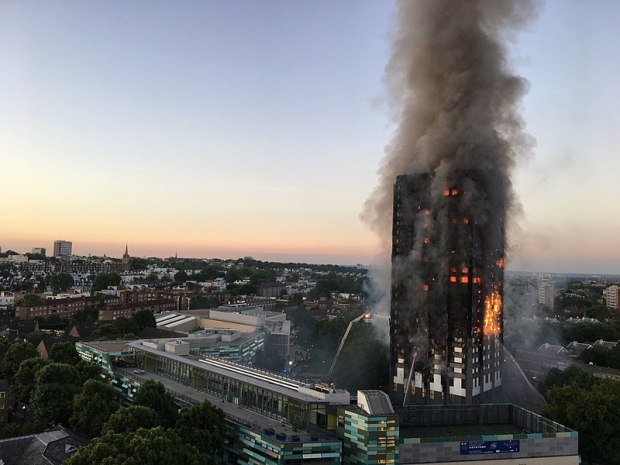 800px-Grenfell_Tower_fire_(wider_view).jpg
